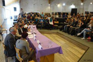 Okrogla miza dijakov drugega letnika z župani in poslanci iz Koroške regije